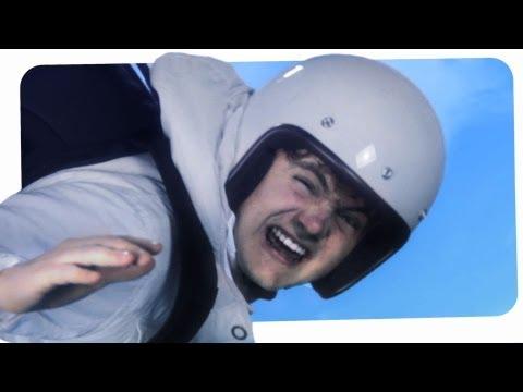 Felix Baumgartner - ist er wohl der mutigste oder doch eher der verrückteste Mensch auf der Erde? Ein Sprung aus dem Weltall, wirklich? Das ist so verrückt, ...