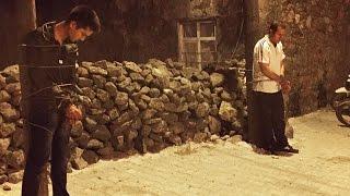 Köylüler insan tacirlerini direğe bağlayarak jandarmaya teslim etti