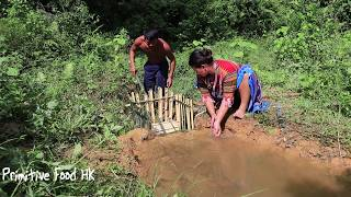 Primitive life: Create traps Catch fish in water canals and Cooking fish - Eating fish