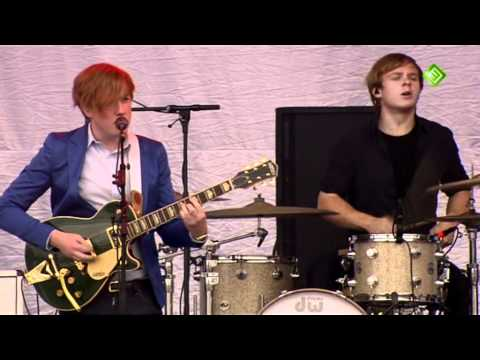 Two door cinema club – Something good can work – undercover martyn