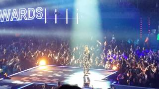Robbie Williams.. Love my life.. Los 40 music awards