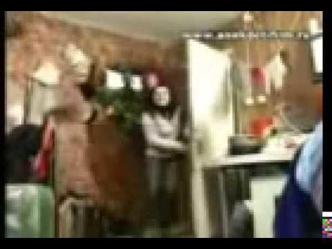 Сексуальная девушка снимает стринги