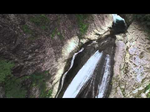 日本の滝百選の一つ 鈴ヶ滝 村上市