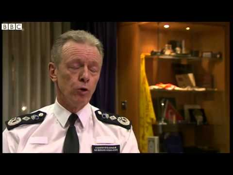 Met Chief Sir Bernard Hogan Howe praises Mark Duggan family dignity