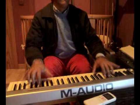 ramon caño roto tocando el piano
