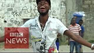 Comedy at a funeral in DR Congo - BBC News