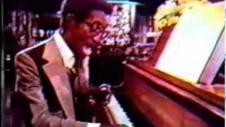 Manischewitz Almonetta Wine with Sammy Davis