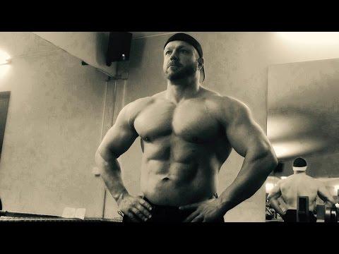 Bankdrück Wettkampf In Der Xxxl Schmiede - Bodybuilder Bench Press video