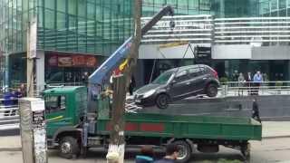 Poliția a evacuat o mașină de lîngă Sky Tower