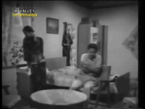Dayang Sofiah & Aziz Sattar (Bujang Lapok) - Manusia (with lyrics & subtitles)