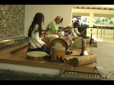 Huey Tonantzin (Gran Madre). Canción nahuatl del grupo Yaash Tun