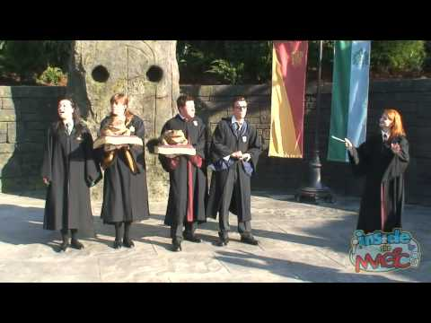 Hogwarts frog choir sings at the Wizarding World of Harry Potter