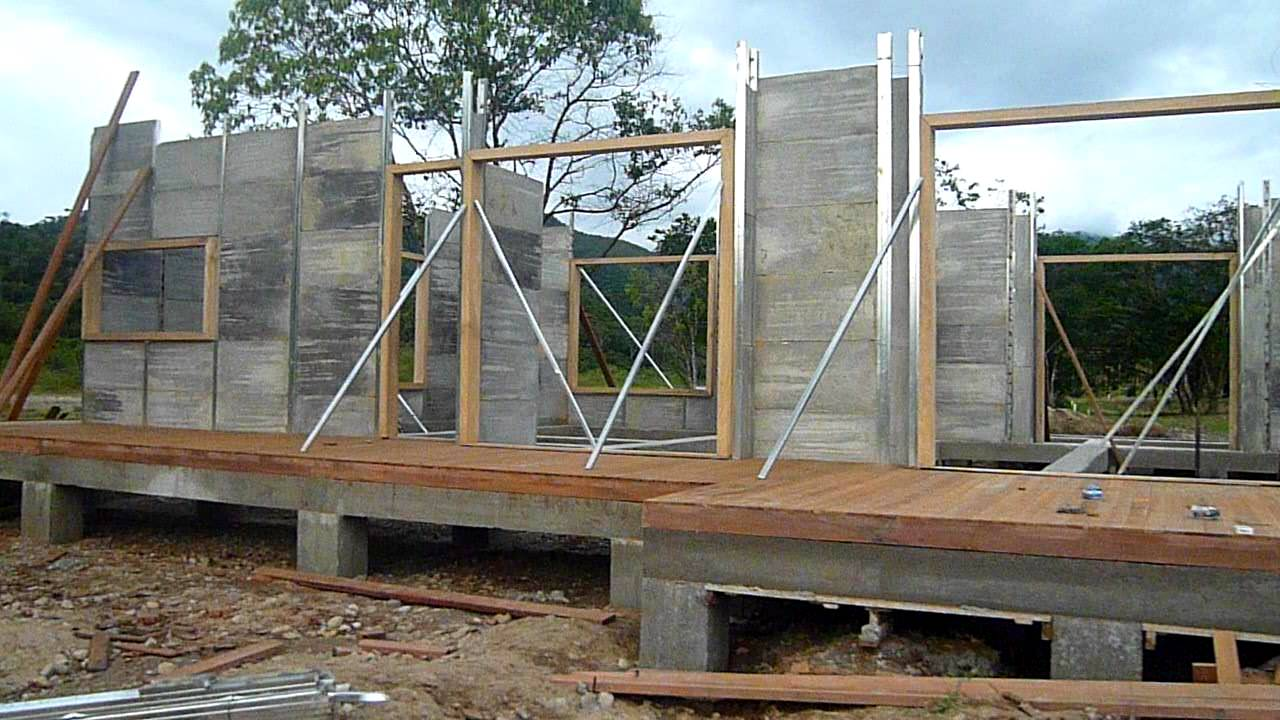 Levantamiento paredes casa prefabricada youtube for Casas prefabricadas economicas