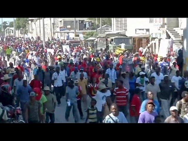 Cientos de personas exigen la dimisión del Gobierno de Haití