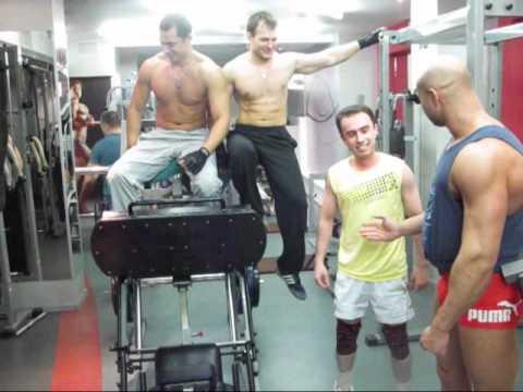 """Развлечения и юмор - 227. """"ВЕСЕЛЫЕ КАЧКИ"""" сам весит 50 жмет 260 кг!"""