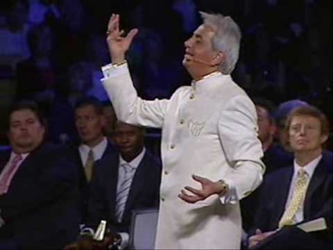 Benny Hinn Preaching the Gospel in Phoenix (1)