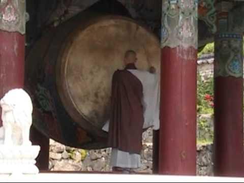 Haiensa Temple - South Korea (nhạc đánh trống rất hay)
