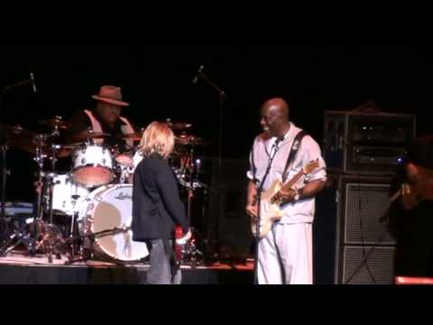 Young guitar player Nathan Gill, 11 years old, Plays the Blues with Buddy Guy