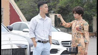 Driving the worse car, the Chairman met his ex-girlfriend again and the ending