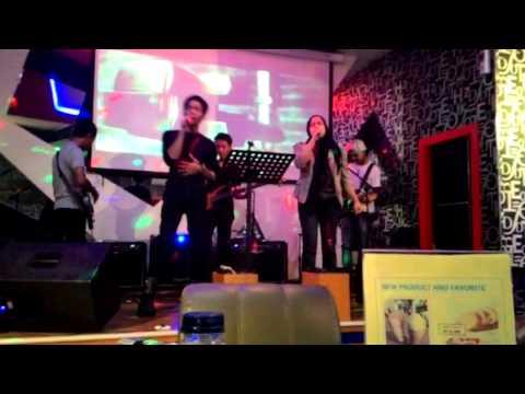 RAIZELA BAND - live perform at grand charly TMII.