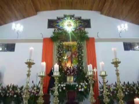 Decoraci n del presbiterio para la fiesta patronal en for Decoracion de pared para jovenes