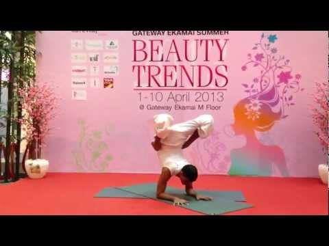 Yoga demonstration by Master Suresh from YOGA101 @ Gateway ekamai.