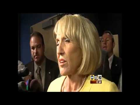 Jan Brewer, caught in 'immigrant beheadings' lie, runs from the press -- sickhorses.com