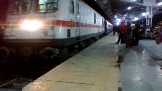 New TKD WAP7 30343 arriving at Bhopal  with Habibganj Delhi Hazrat Nizamuddin Shan e Bhopal express