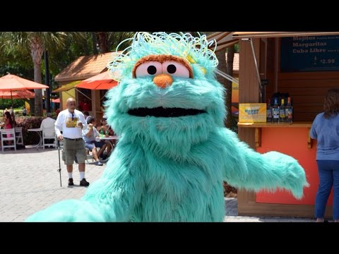 Rosita from Sesame Street Dances & Meets Us at SeaWorld Viva La Musica, Pete the Penguin