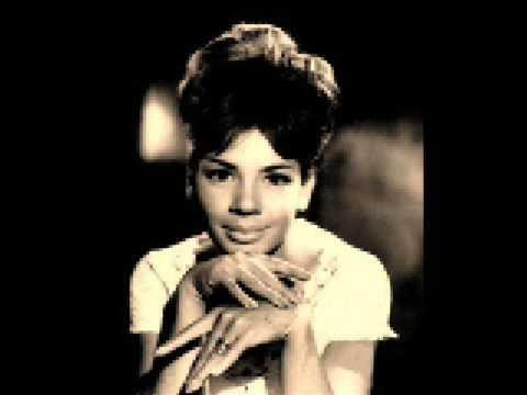 Shirley Bassey - So in love