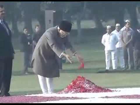 President and other dignitaries pay tribute at Shakti Sthal