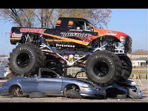 Грузовики монстры.  Американское авто шоу грузовиков монстров.