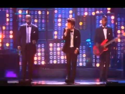 Bruno Mars - Just The Way You Are (Live At The Brit Awards 2012)