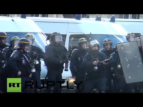 France: Police unleash tear gas on anti-labour reform protesters in Paris