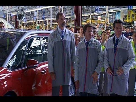El Príncipe visita la planta de PSA Peugeot Citroën en Vigo
