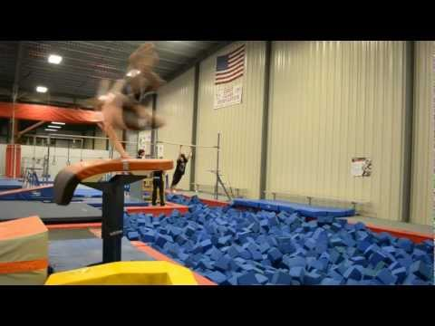 Free Running And Parkour Gym 2012(StreetFlowCinema)