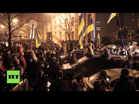 Ukraine: Right Sector among Kiev protesters demanding full power blockade of Crimea
