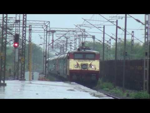 Terrific, Masculine Wap-1 Locomotive Called Vidyasagar Entering Into Mumbai For First Time video