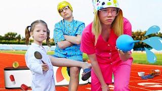 Дети играют в доктора и проводят тимбилдинг в больнице