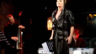 WindCarrot.com: Patricia Kaas sings in Russian