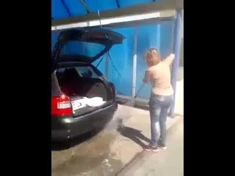 Mujer Lavando El Carro FAIL