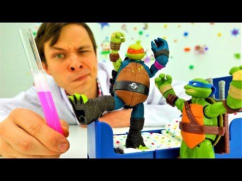 ЧЕРЕПАШКИ НИНДЗЯ и Доктор Ой! Видео для детей с игрушками. Микеланджело в опасности Игры больница