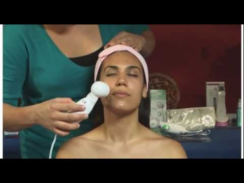 OxyDerm reduces acne, razor bumps, scars, and redness with the high frequency oxygen facial tool.