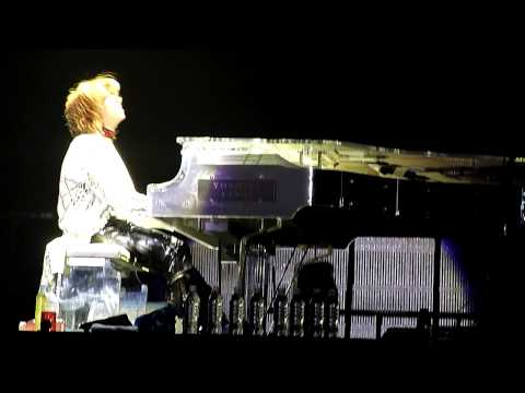 X Japan - Yoshiki's Piano Solo (Live in Seoul 2011)