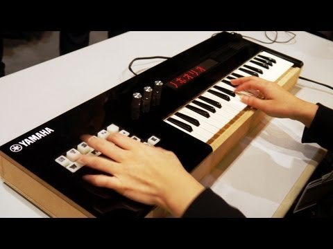 Yamaha Vocaloid Keyboard - Play Miku Songs Live! #DigInfo