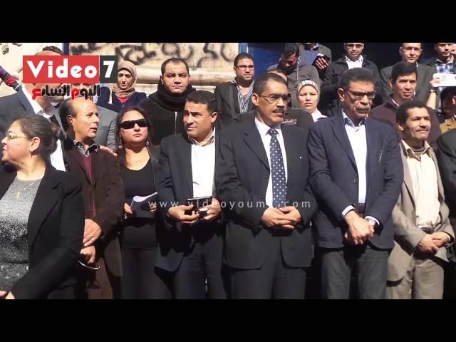 """بالفيديو.. صحفية تقطع وقفة صامتة بهتاف:"""" لا للإرهاب"""" للتنديد بحادثة العريش"""