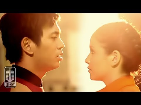 "Official Music Video by d'Masiv performing ""Pergilah Kasih"" taken from the album ""Persiapan"" © 2012 PT. Musica Studio's Song & Lyric by Tito Soemarsono Follo..."
