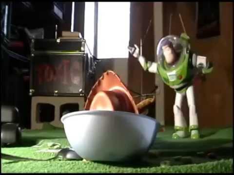 Toy Story en la VIDA REAL.CASTELLANO DE ESPAÑA. con juguetes y personas reales.
