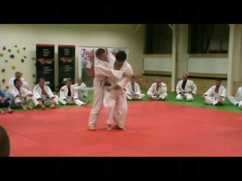 Judo - Uchi-mata demonstrated by Kosei Inoue (JPN) Image 1