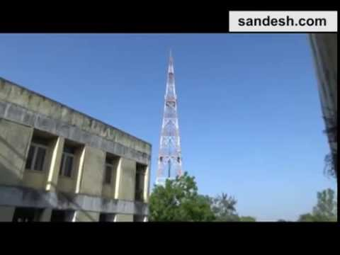 Women climbed up a bsnl mobile tower in gujarat